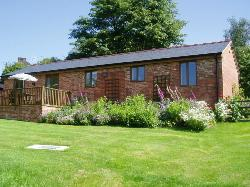 The Stables - Luxury Self Catering - Disabled Access -  on the edge of town close to Kennet and Avon Canal